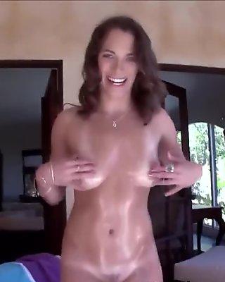 Bubble butt slut rides