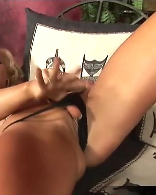 Glamorous babe Ginger Jones solo masturbation