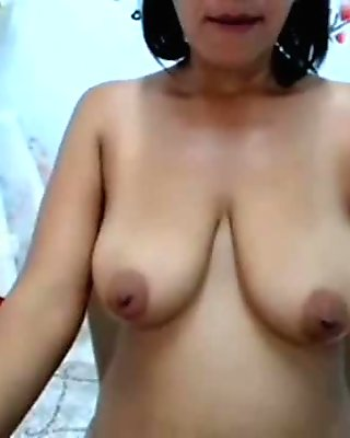 Busty Aunty Shows Off Mature Body - SuperJizzCams.com