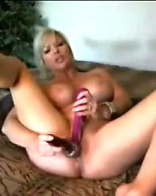 big boobs girl fucks dildo and talk dirty on webcam - 133cams.com