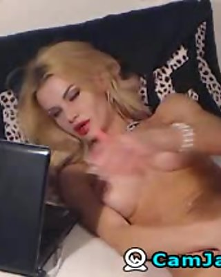 Blonde Babe Fingers and Plays her Clit till she Cums