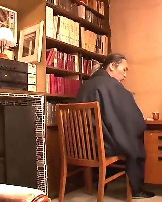 Hataraki žena kanno shosetsu no zairyo ni sareta onna henshusha - scéna 1