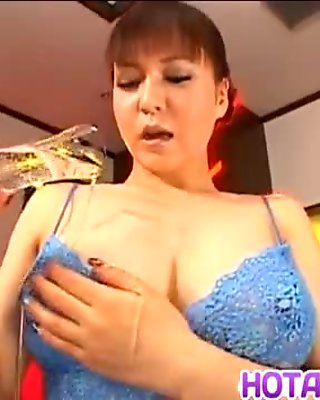Yuuki Tsukamoto amazed with her milf pussy
