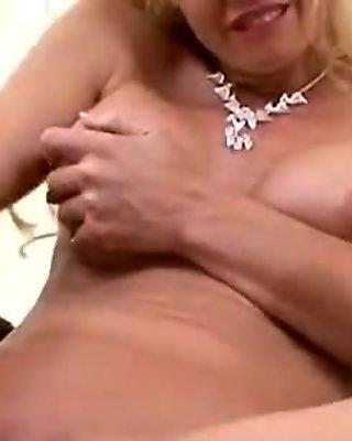 Sexy hardcore mom cougar getting hardcore