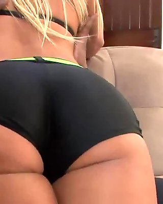 Blonde with big boobs trying a huge black shaft for the first time
